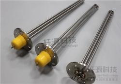 为避免影响铸铜电加热器的工作效率和使用寿命